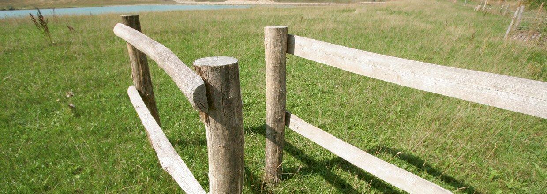 En passage tillader at gående nemt kan komme ind og ud af indhegninger med kvæg og heste | Poda Hegn